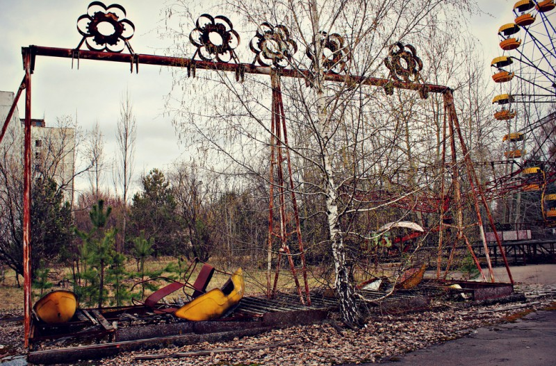 Abandoned swing boats ride