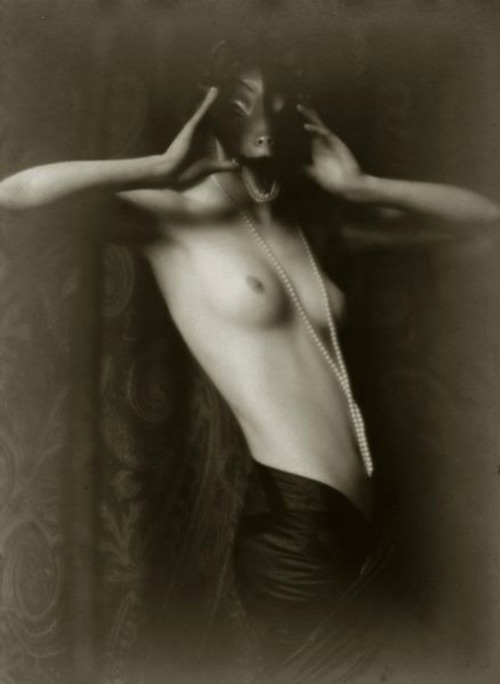 Photograph of a nude woman in a mask taken by Mario Von Bucovich in 1927